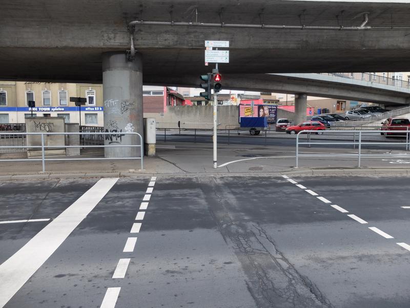 Fußgängerampel am Europastern - Ecke Schweinfurter und Nürnberger Straße | Radfahrerzone