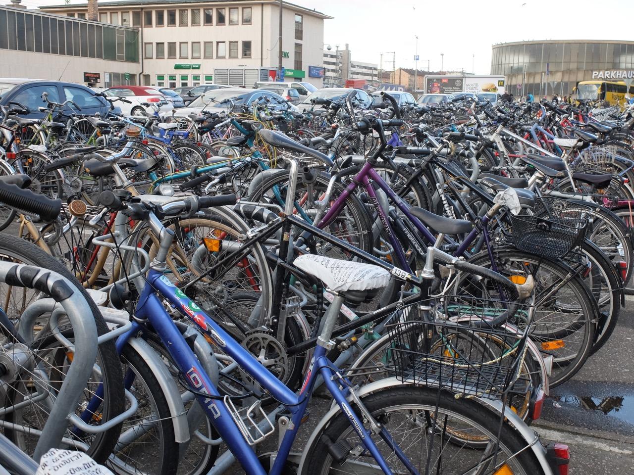Stellplätze fürs Fahrrad Würzburg Bahnhof
