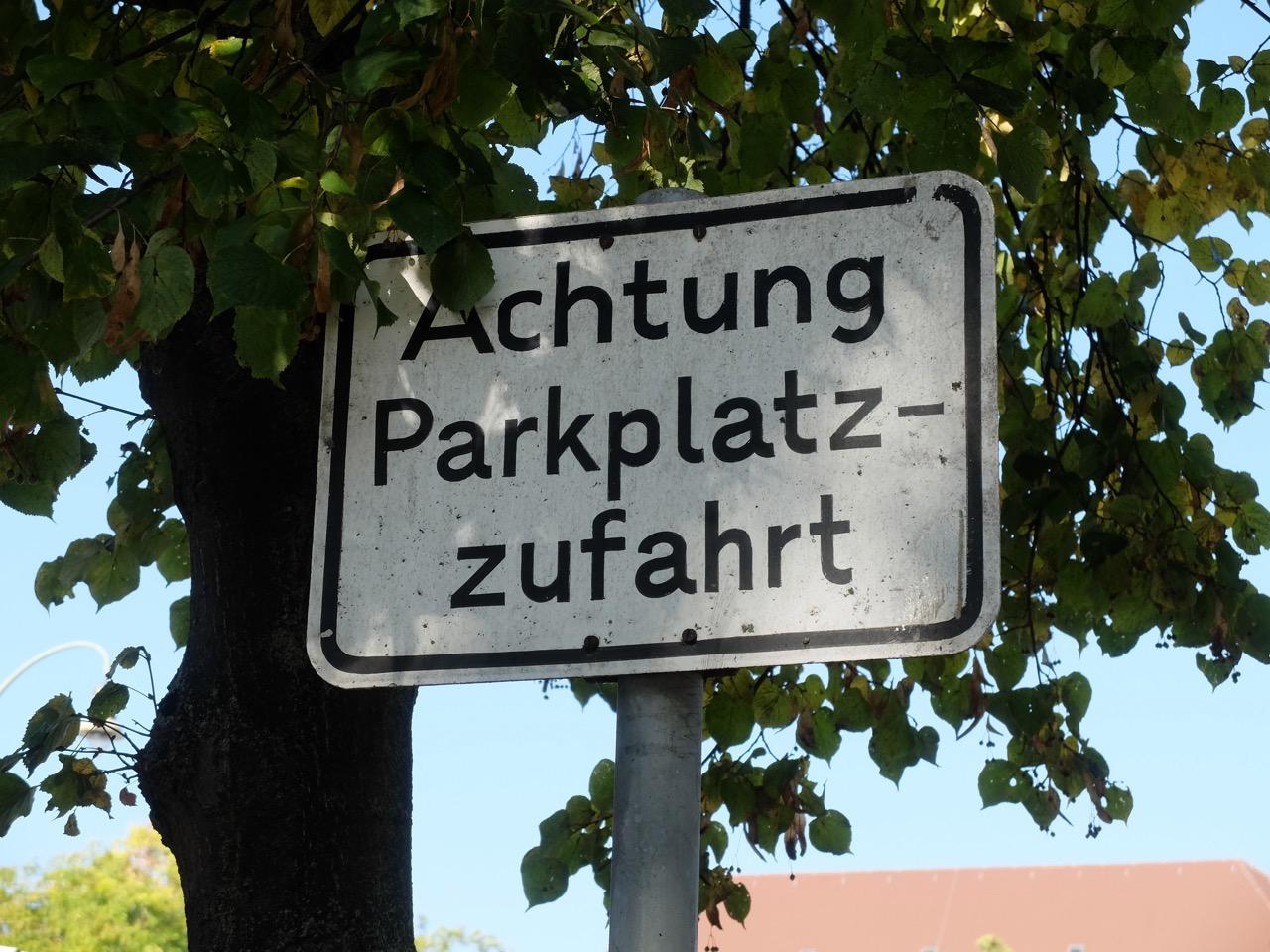 Achtung Parkplatz-Zufahrt | Radfahrerzone.de