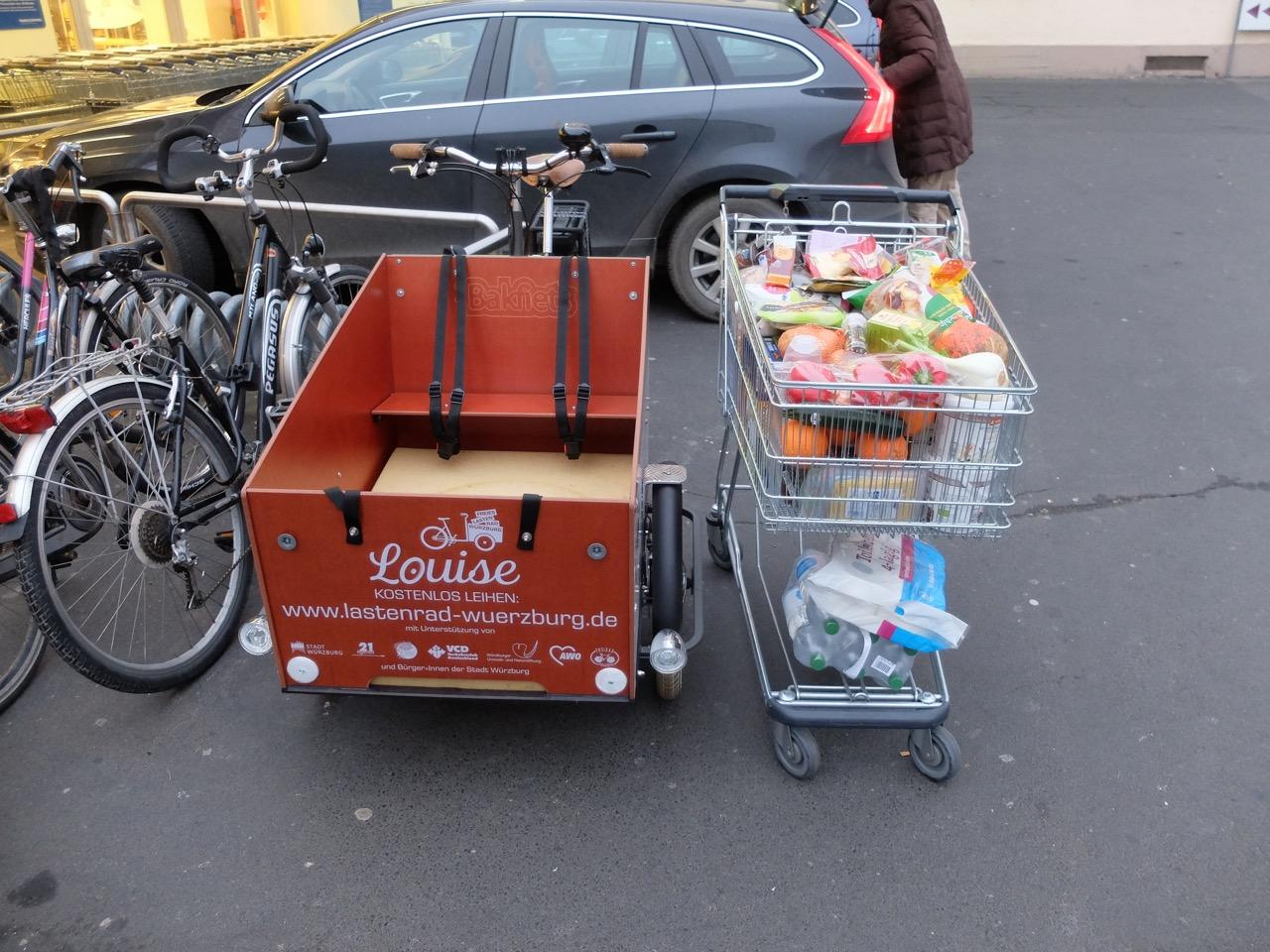E-Lastenrad Louise beim Einkaufen