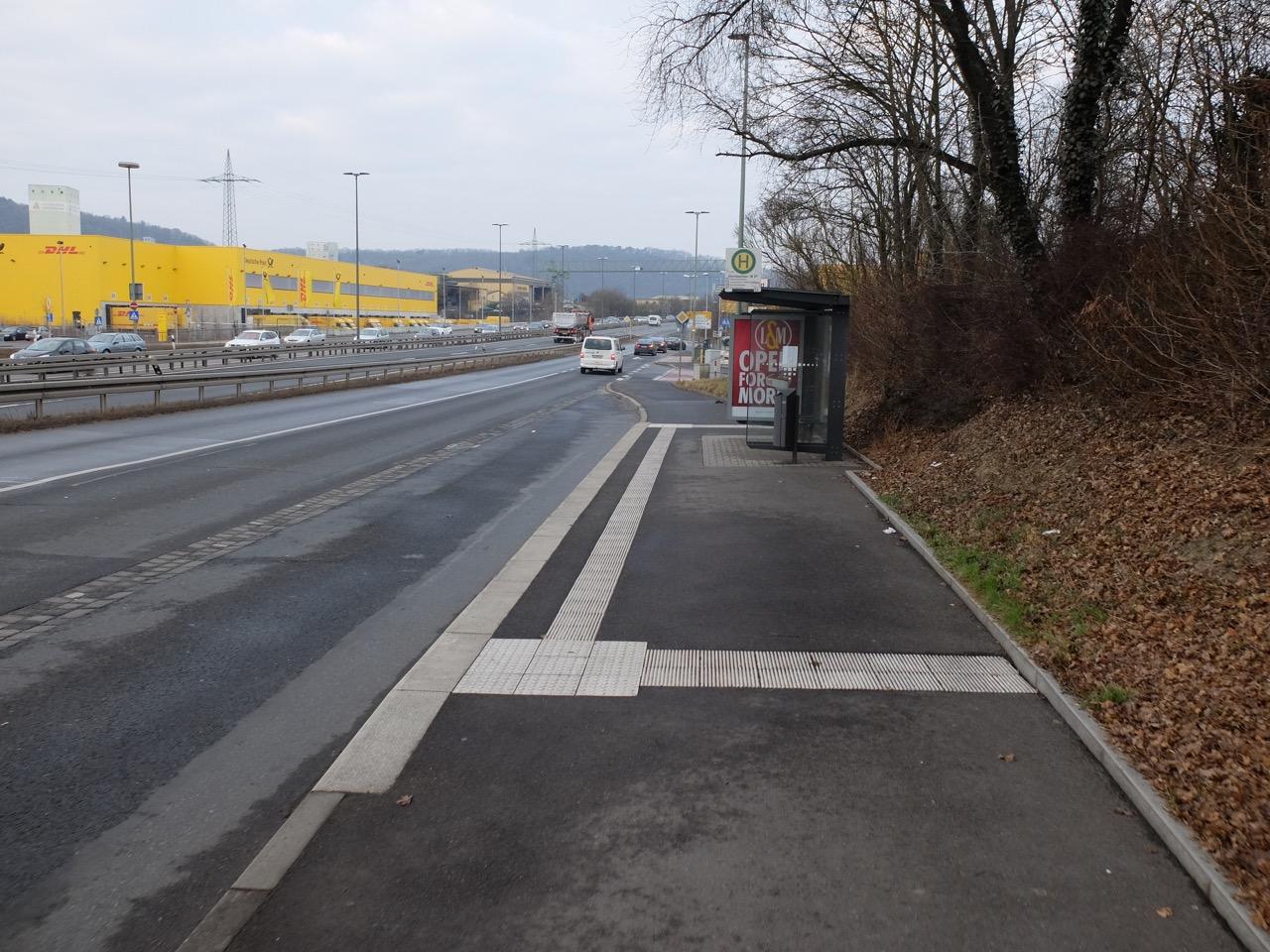 Radweg durch Bushaltestelle