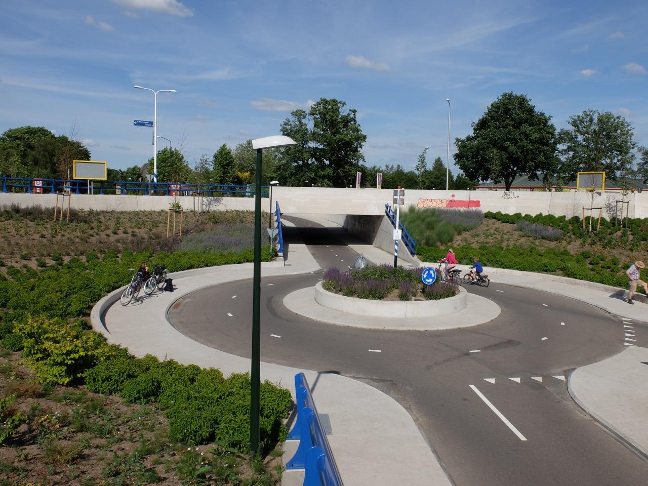 Radkreisverkehr in Maaskantje, Junge!
