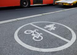 Verkehrsschild_Radfahrer-und-Fussgaenger_02